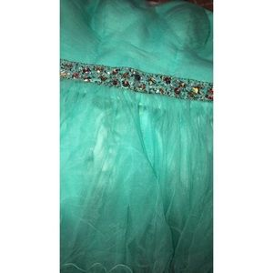 Dresses & Skirts - beautiful mint green formal dress